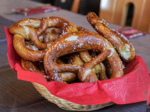 Pretzel with Cheese Sauce